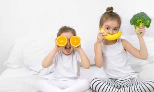 happy-two-cute-children-playing-with-fruits-vegetables_169016-1853 (1)